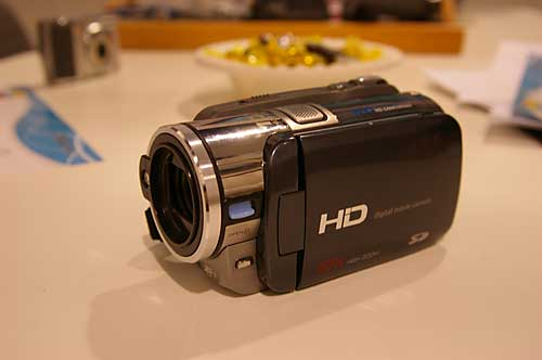 DXG had this 720p HD camcorder